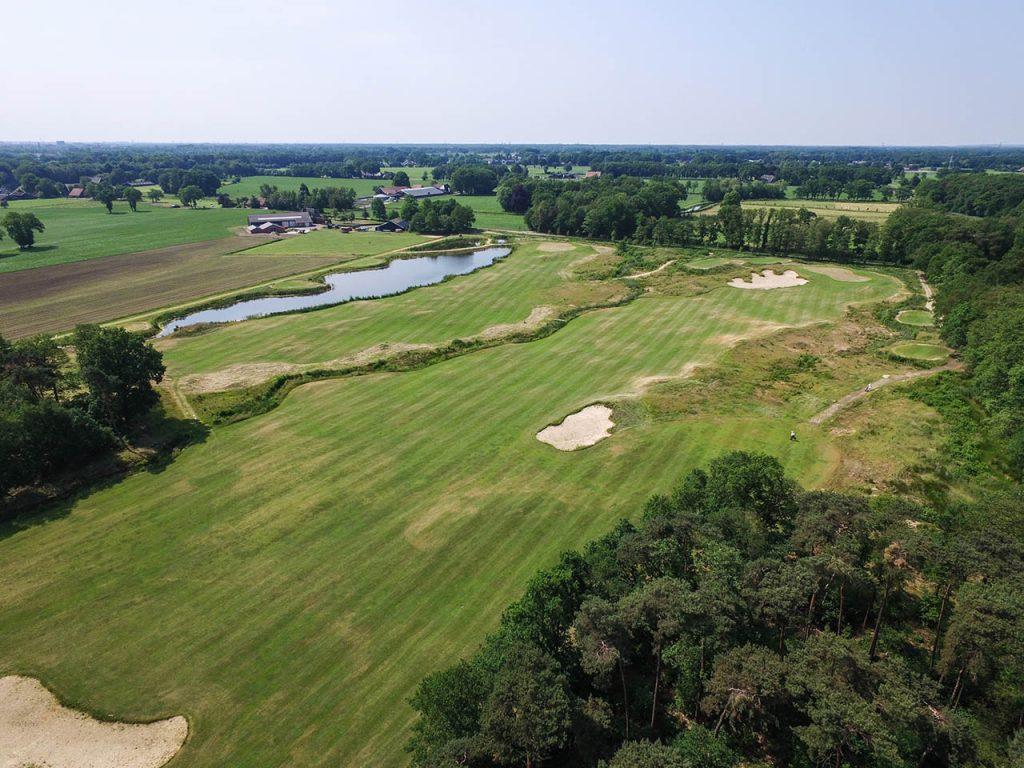 dronefilm golfbaan